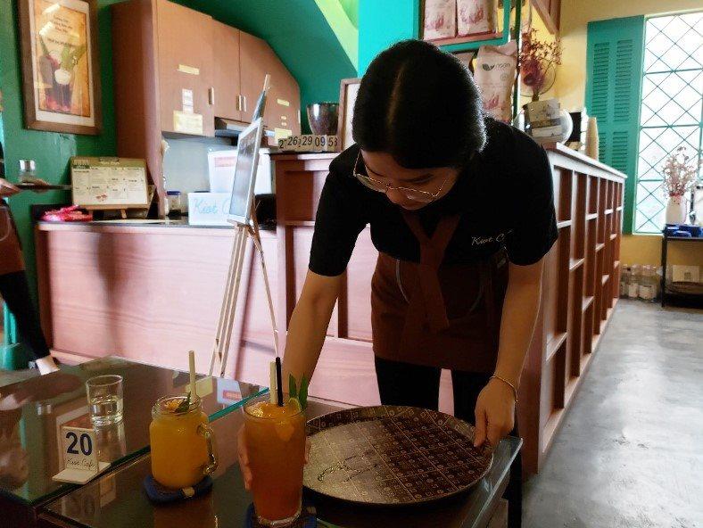 da-nang-chuyen-dan-ong-hut-nhua-sang-ong-hut-giay-2